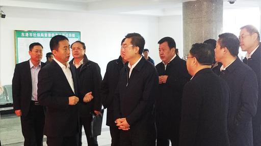 丹东市市委书记葛海鹰莅临公共行政服务中心视察工作